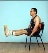 Упражнение 30. Выпрямляем ноги, сидя на стуле